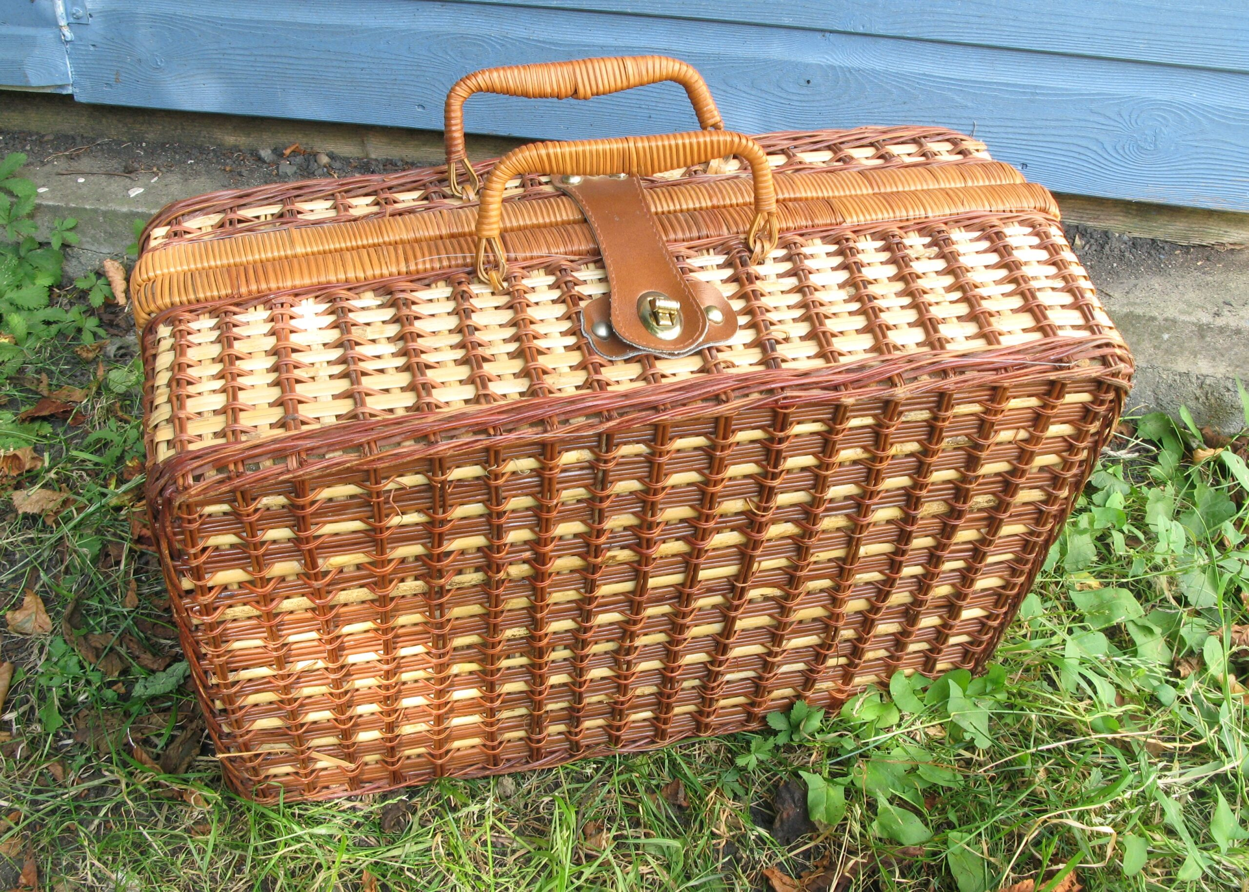 Vintage Style Wicker Picnic Hamper Basket Empty Gingham Lining Collection Only Rachel S Vintage Retro