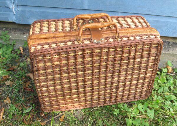 Vintage Style Wicker Picnic Hamper Basket Empty Gingham Lining
