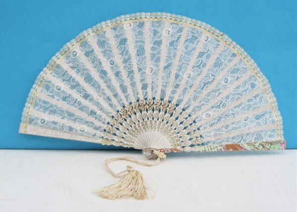 Vintage Beautiful Boxed White Lace Fan with Mother of Pearl Detail 50s 60s