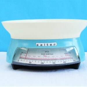 Vintage-Salter-Plastic-Scales-No-31-Light-Blue-Manual-Imperial-and-Metric-70s-80s